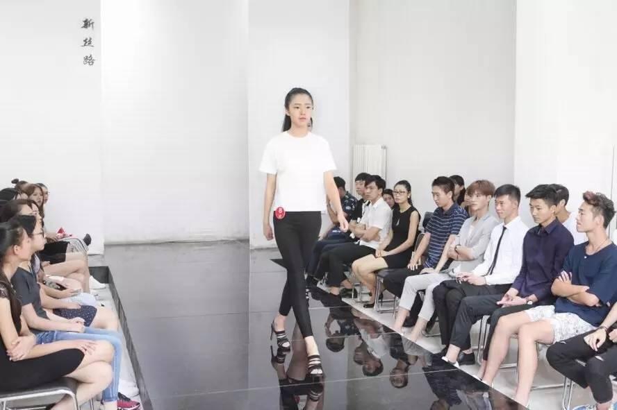 预约北京商务高端伴游模特的基本条件
