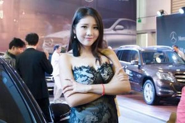 北京高端车模特预约方法 通过北京伴游经纪人预