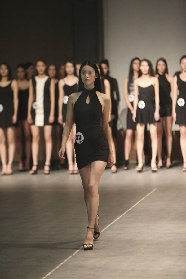 北京商务模特预约时装模特台步为什么叫猫步?